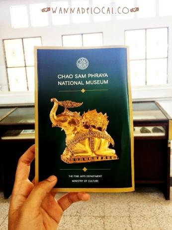 Quyển sổ giới thiệu bảo tàng cũng được soạn có tâm vô cùng
